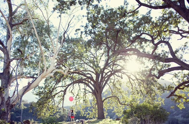 pink balloon engagement photos