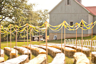 barn_wedding_hay_05