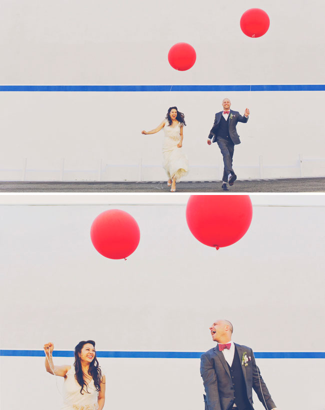 red balloon wedding couple