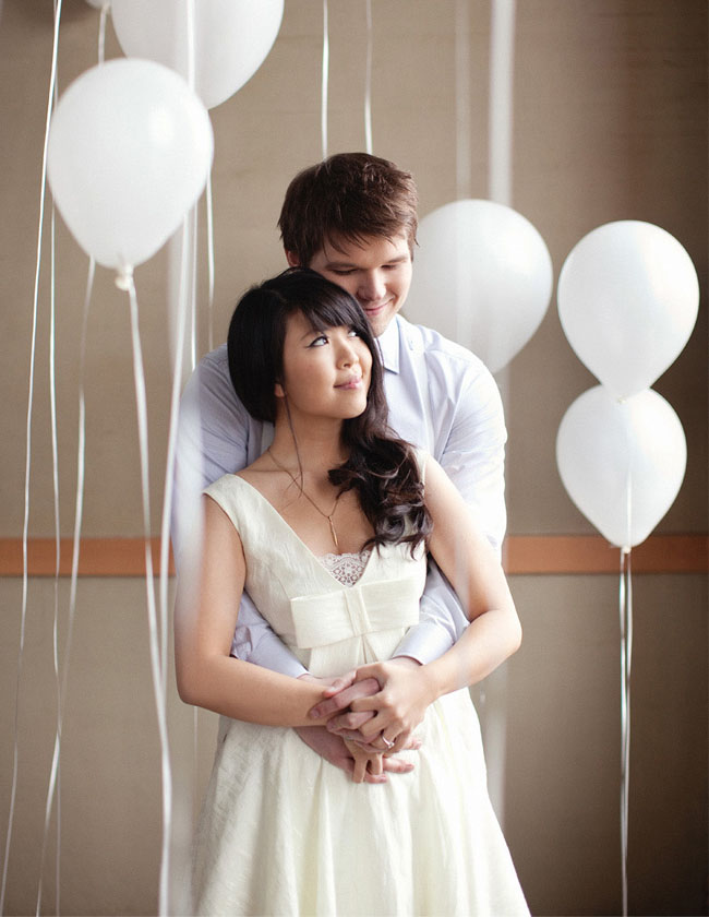 balloons-engagement-photo