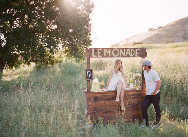 lemonade stand engagement photos