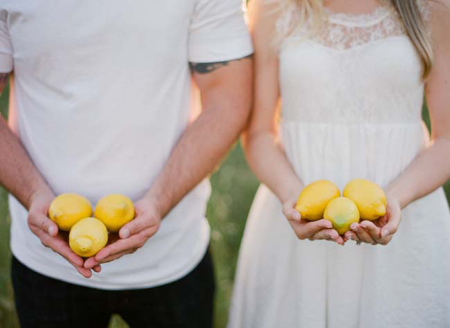 engagement photos with lemons