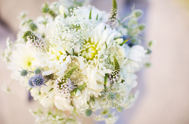 white and pale green bouquet