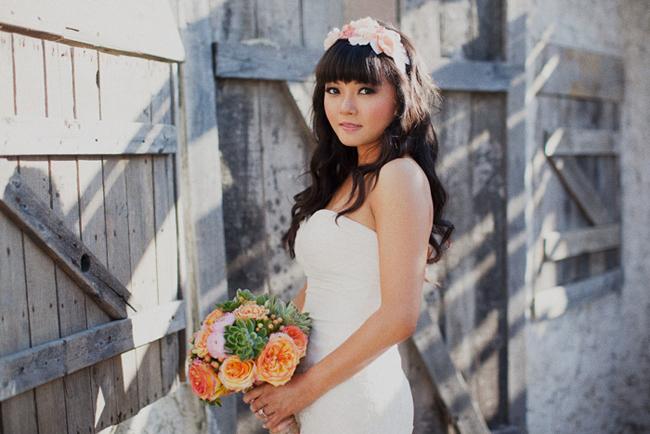 bride with gorgeous bouquet