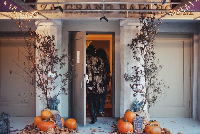 halloween wedding with pumpkins