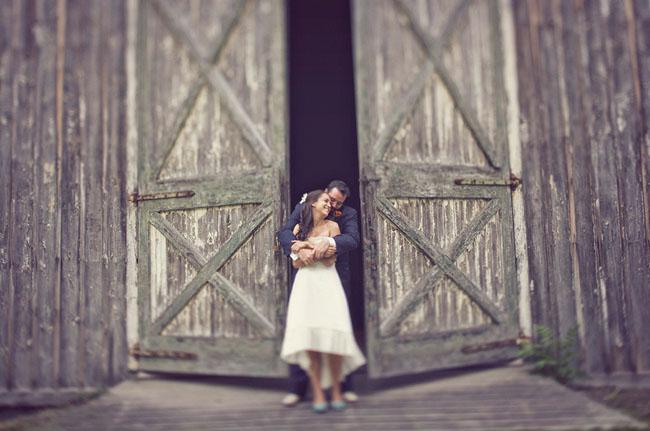 bride and groom farmhouse