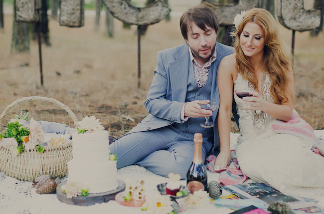 bride and groom, picnic