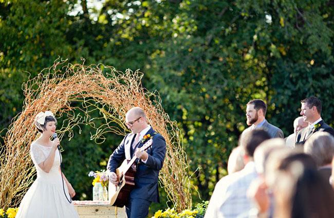 bride-groom-singing-ceremony
