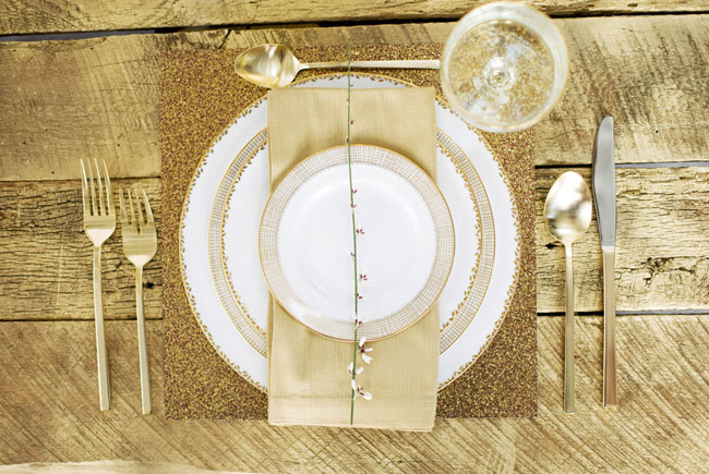 gold tablecape design, gold place setting