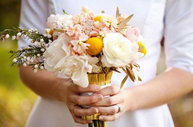 billy ball bouquet with white flowers