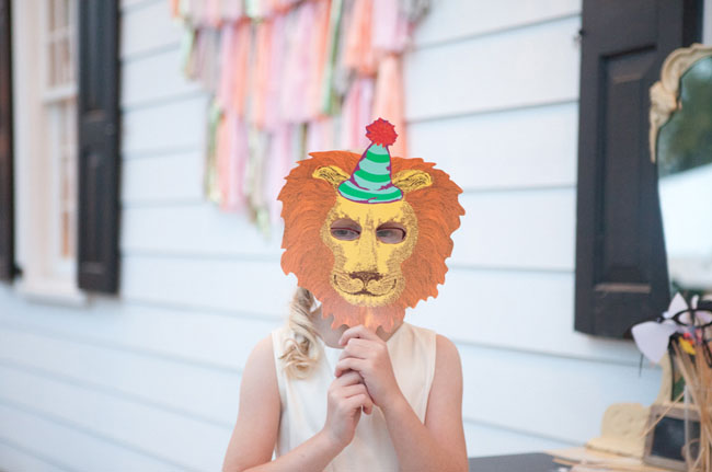 photo booth lion mask
