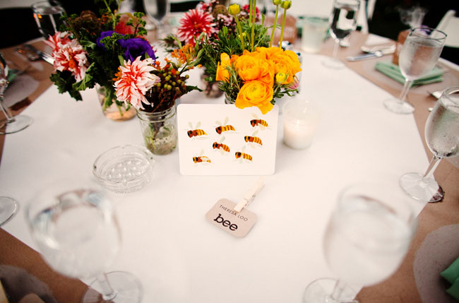 bee table card