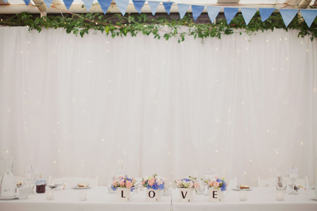 bridal table, love mugs filled with flowers
