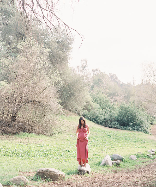 maternity photos with pink dress