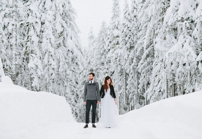 Unique engagement photography unique engagement photography How to get unique engagement photography that stands out snowy engagement photo