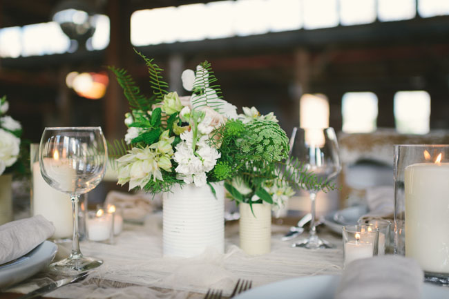 neutral tablescape