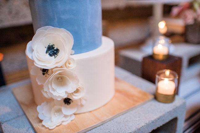 blue anemone cake