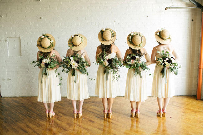 20s modern bridesmaids in hats