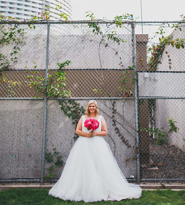 pink bouquet bride