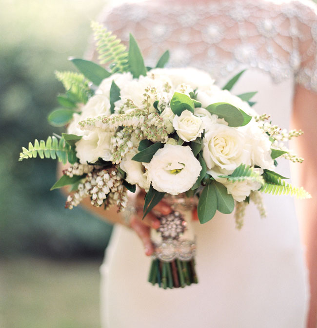 white and gold bouquet