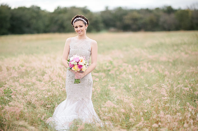 pink bouquet bride