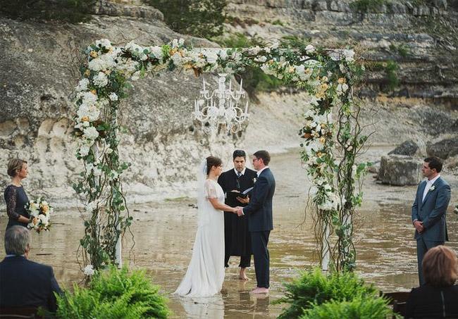 wedding_river_ceremony