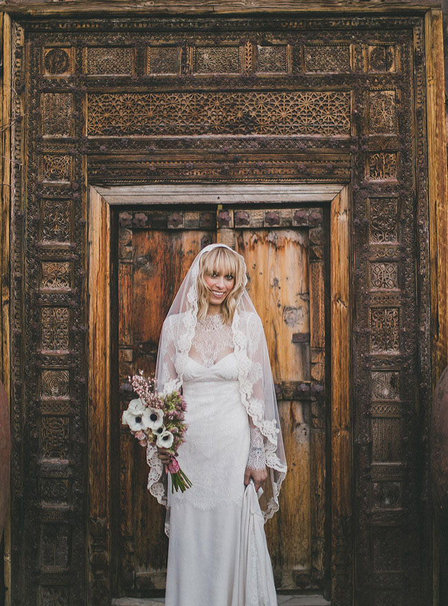 lace edged veil bride