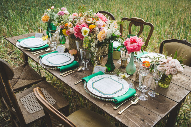 green napkin and dotted plate