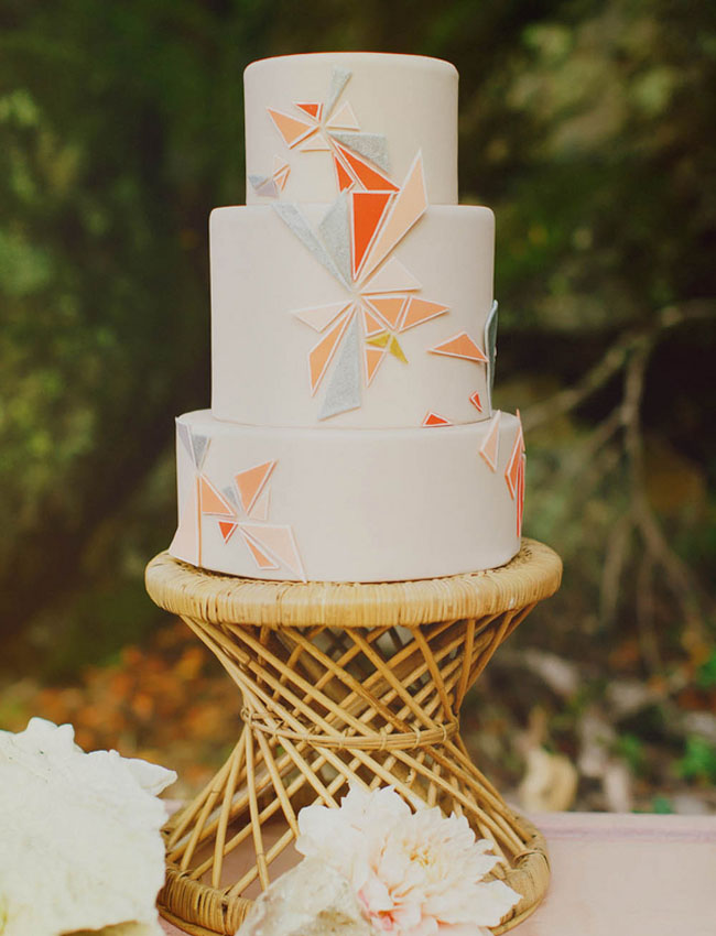 boho cake with fragmented colors