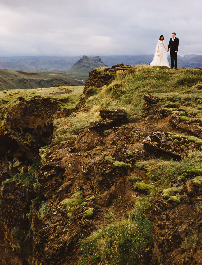 Iceland black sand beach elopement rosmery nate green for Best destinations to elope