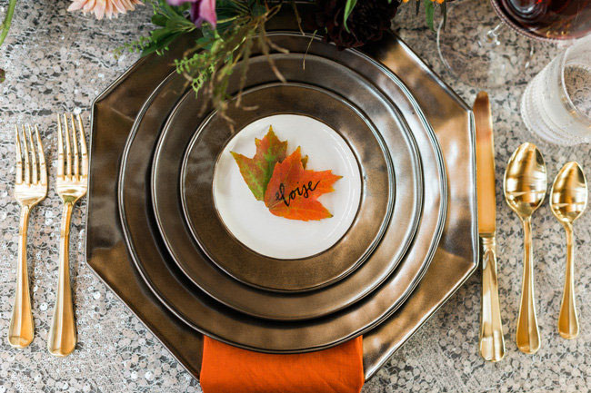 Fall leaf plate setting