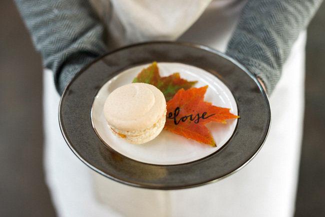 Fall leaf plate setting
