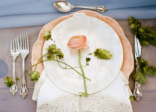 ranunculus table setting