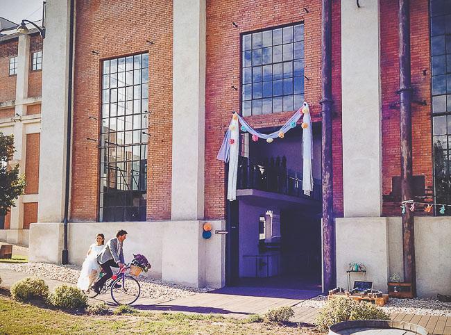bride bicycle entrance