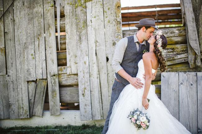 woodsy vintage bride and groom