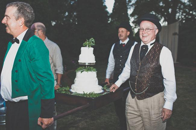 Ti Wedding Ring 19 Luxury cake serving