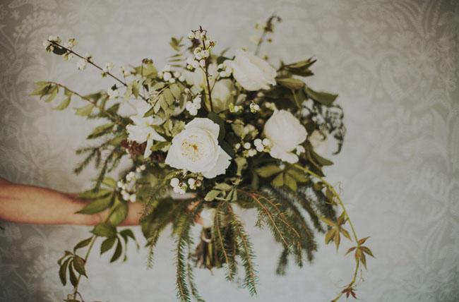 white loose bouquet