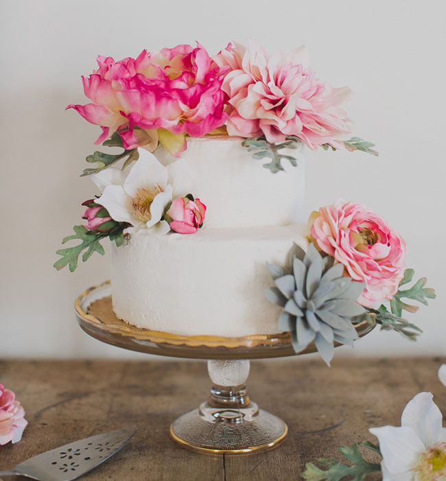Real Or Fake Flowers For Wedding Cake