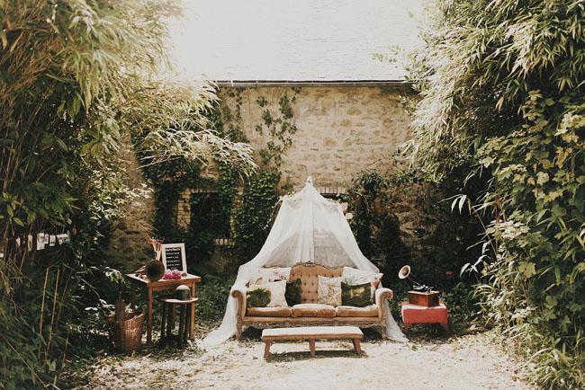 vintage canopy lounge
