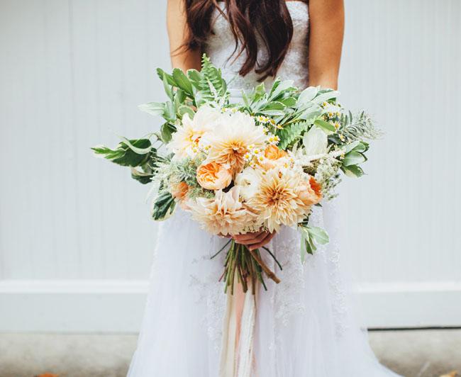 peach dahlia bouquet