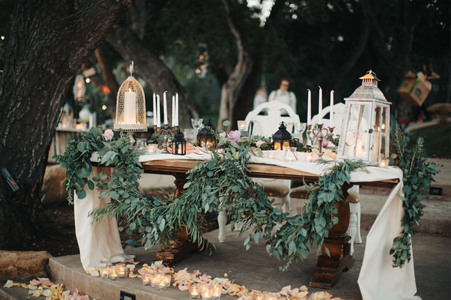 garland sweetheart table decor