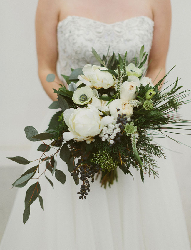white loose bouquet