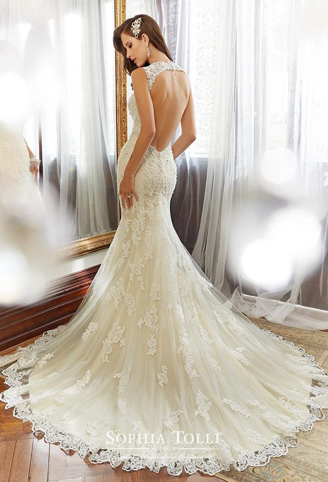 Adoring wedding dress
