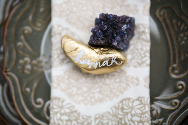 gold rock plate setting