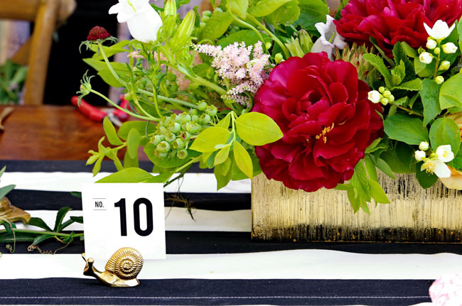 snail table number holder