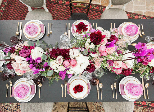 red pink tablescape