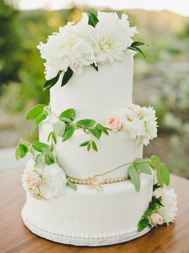 Lush wine country garden wedding mckenzi blake green for Garden wedding cake designs
