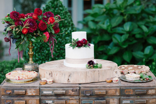 white cake red flowers