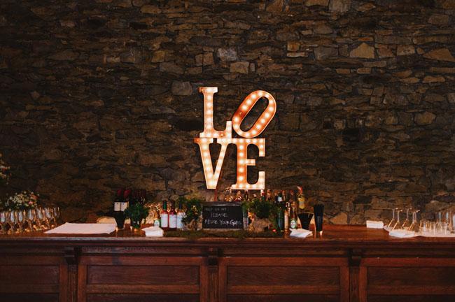love sign bar