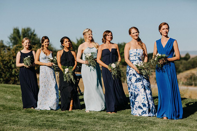 bridesmaids_in_blue